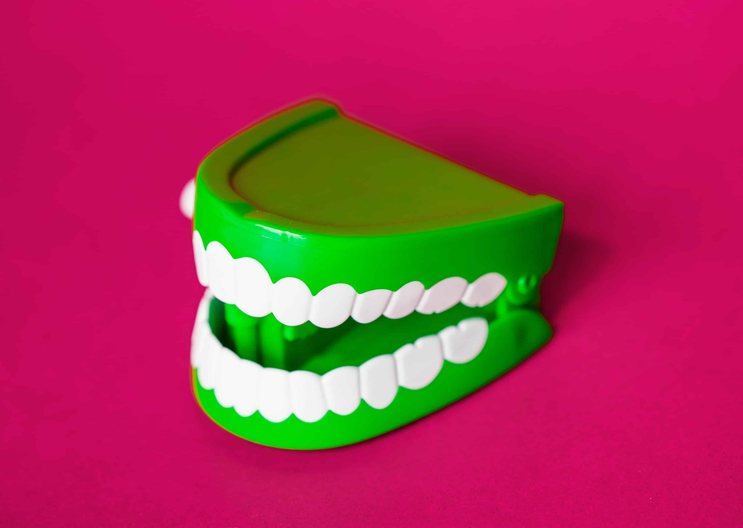 Fake wind-up teeth